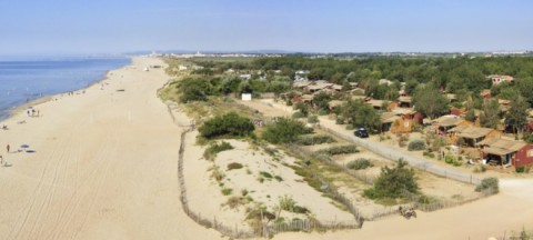 The beach of Le Serignan Plage campsite