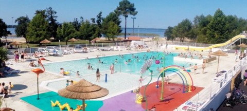 Sea view for Le Pipiou campsite pool in the Landes