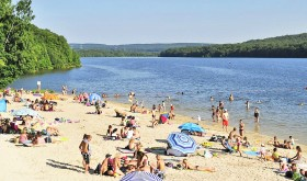 The beach of Lac des vieilles Forges campsite in Les Mazures