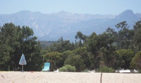 The beach at La Côte des Nacres campsite at the foot of the mountains