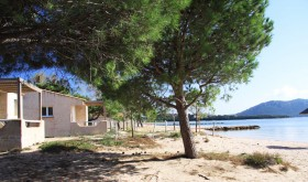 The beach of Golflo di Sogno campsite in Porto Vecchio, Corse