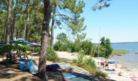 Le Tedey campsite with rentals on the lake