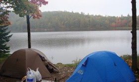 Campsites with direct access to the lake